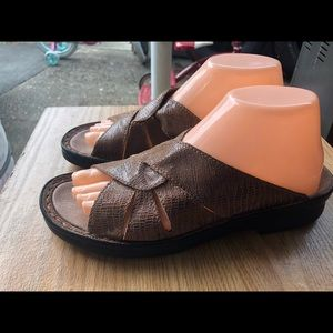 Clark's Women's Brown Leather Slide On Sandals